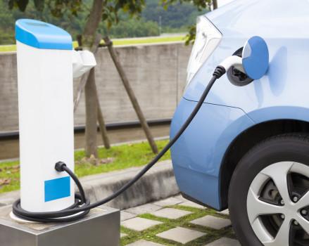 Lesen Sie, warum die Elektroauto-Prämie sinnvoll ist